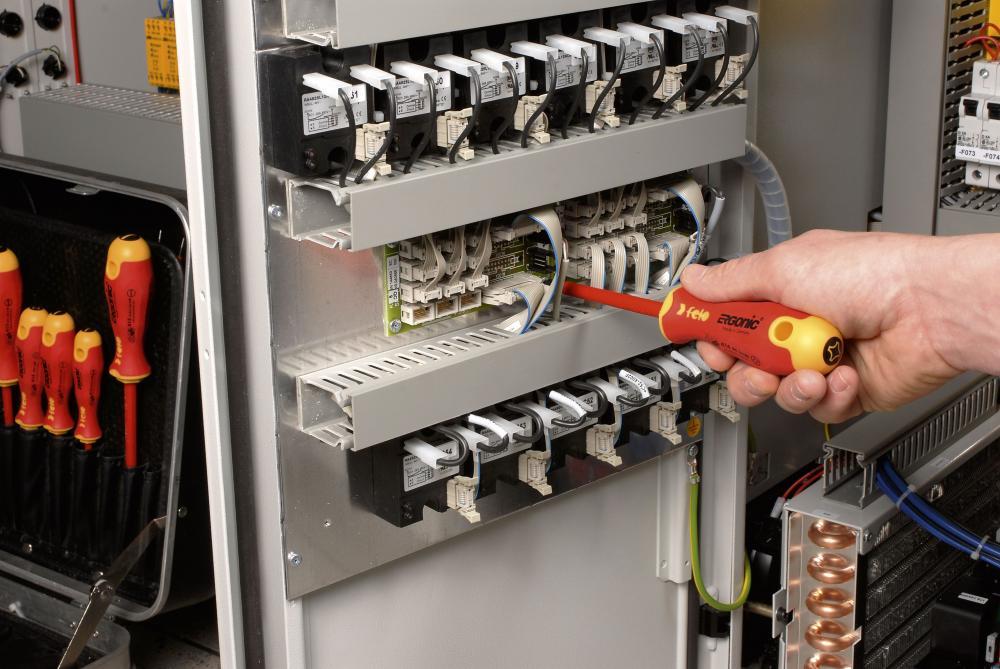 Recrutam electricieni pentru munca in strainatate Suedia